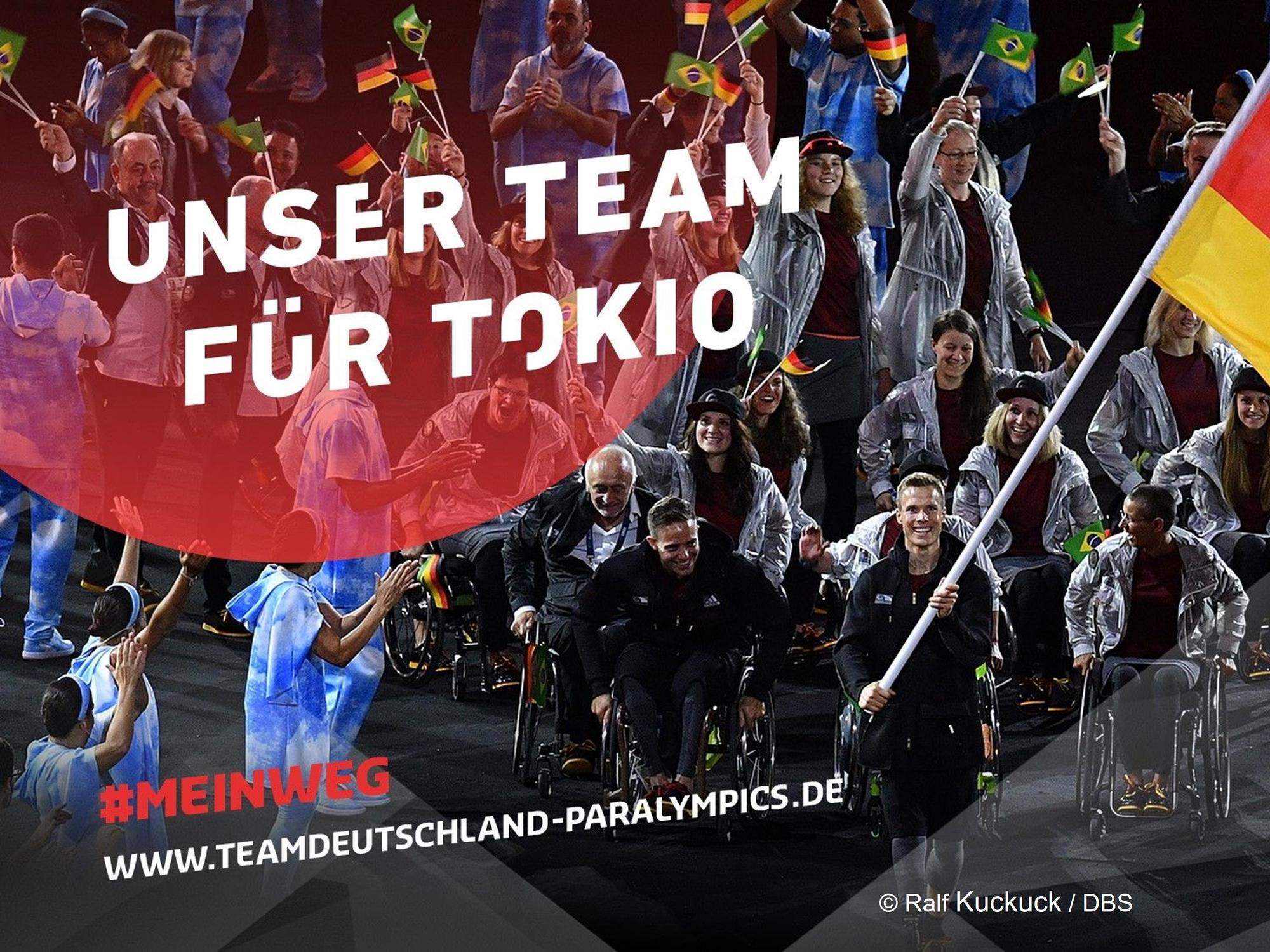 Eine Aufnahme des deutschen Paralympic-Teams von oben. Darüber der Schriftzug: Unser Team für Tokio. #MeinWeg.